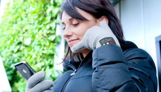 Thumb & Pinky Take Calls With These Bluetooth Gloves